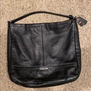 Coach leather bag !! Spacious bag that fits a lot